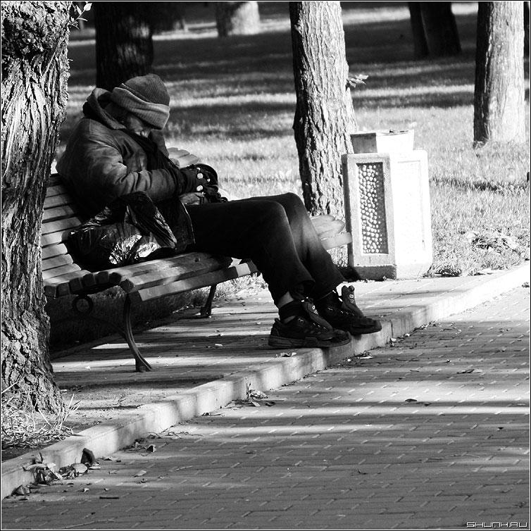 Сон - бомж х люди чернобелая квадрат фото фотосайт