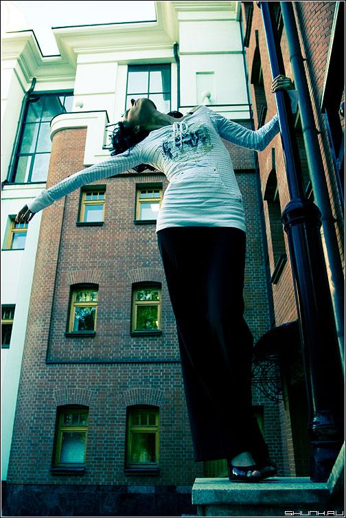 Это свобода - эрмитаж девушка фонарь цвет фотопрогулка кэт фото фотосайт