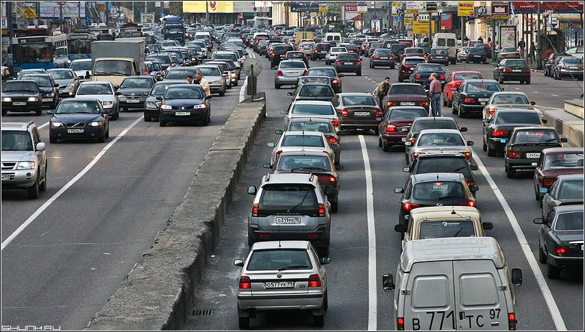 Проклятое место - авария улица пробка машины москва фото фотосайт
