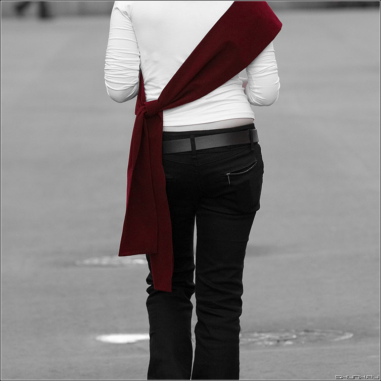 О красном - девушка лента черное белое квадрат манежко палитра фото фотосайт
