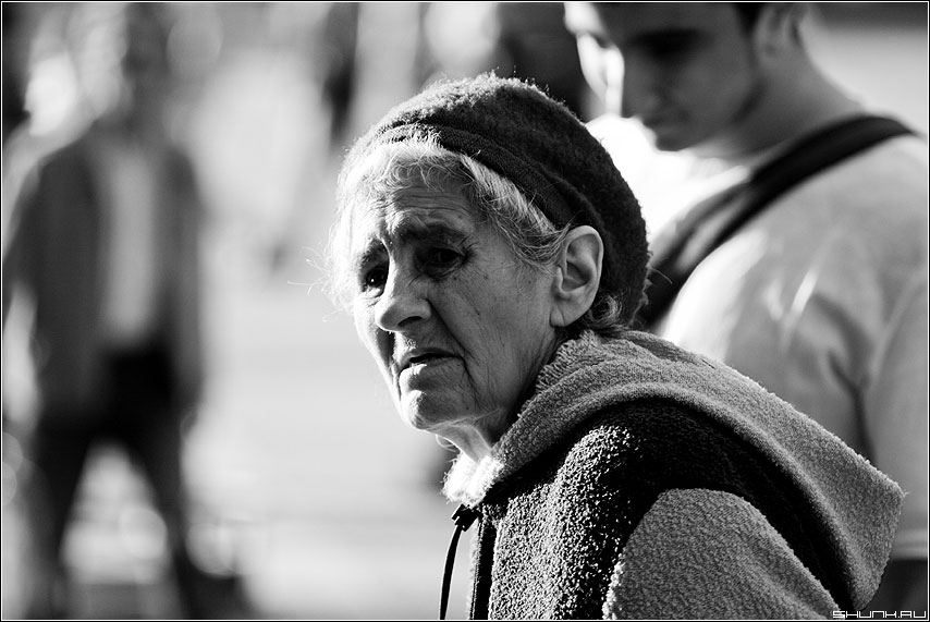 О тех, к кому жизнь повернулась... - бабушка чернобелая портрет грусть взгляд фото фотосайт
