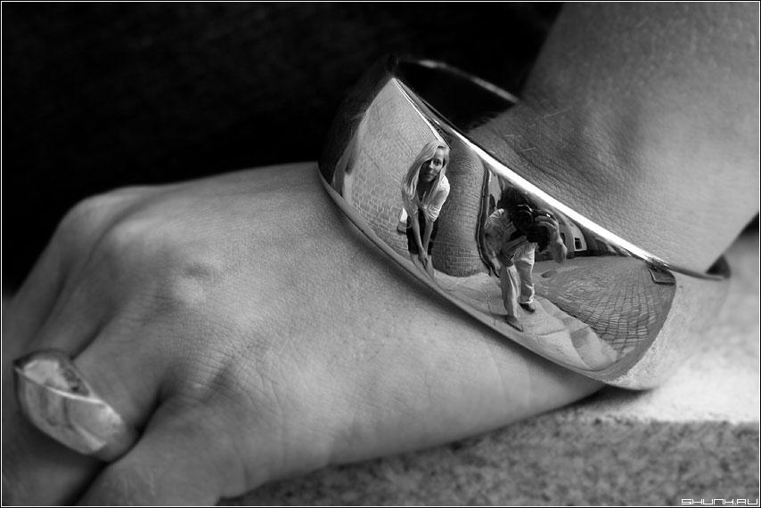 Отраженице... - я браслет чб девушка отражение фото фотосайт