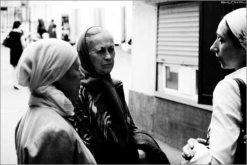 Разговор - чб чернобелая женщины кузнецкий разговор люди фото фотосайт
