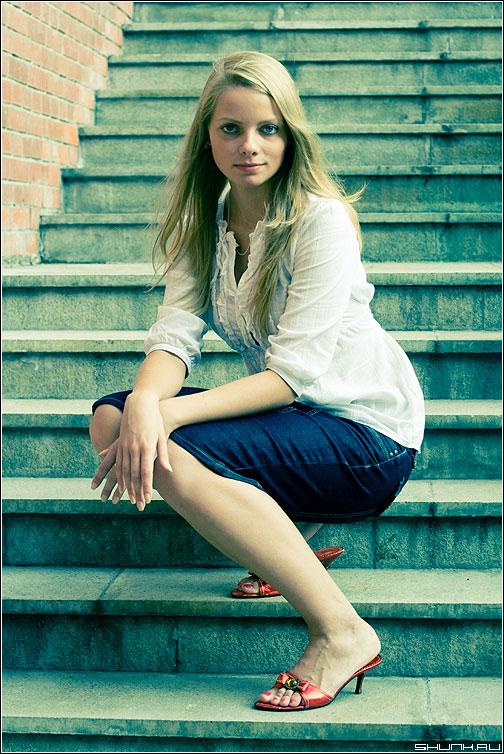 Просто так - фотопрогулка цвет девушка глаза волосы ступеньки фото фотосайт