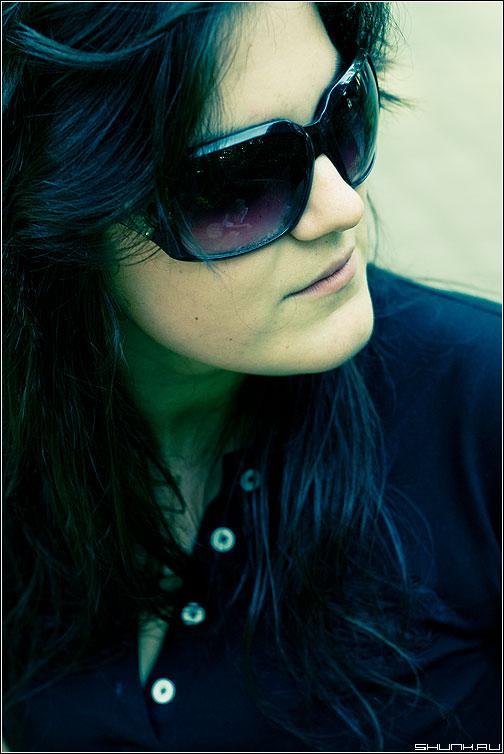 С отраженицем - портрет девушка очки цвет фотопрогулка фото фотосайт