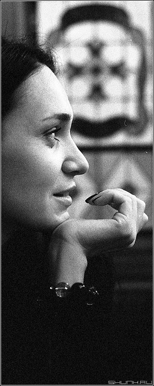 Портрет с рукой - портрет девушка руки ilford 3200 iso зерно фото фотосайт