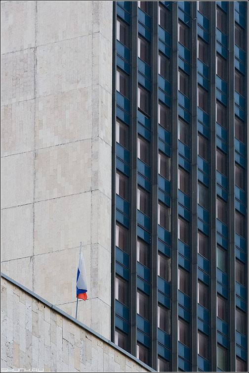 Политический предрассудок - здание окна строение флаг триколор фото фотосайт