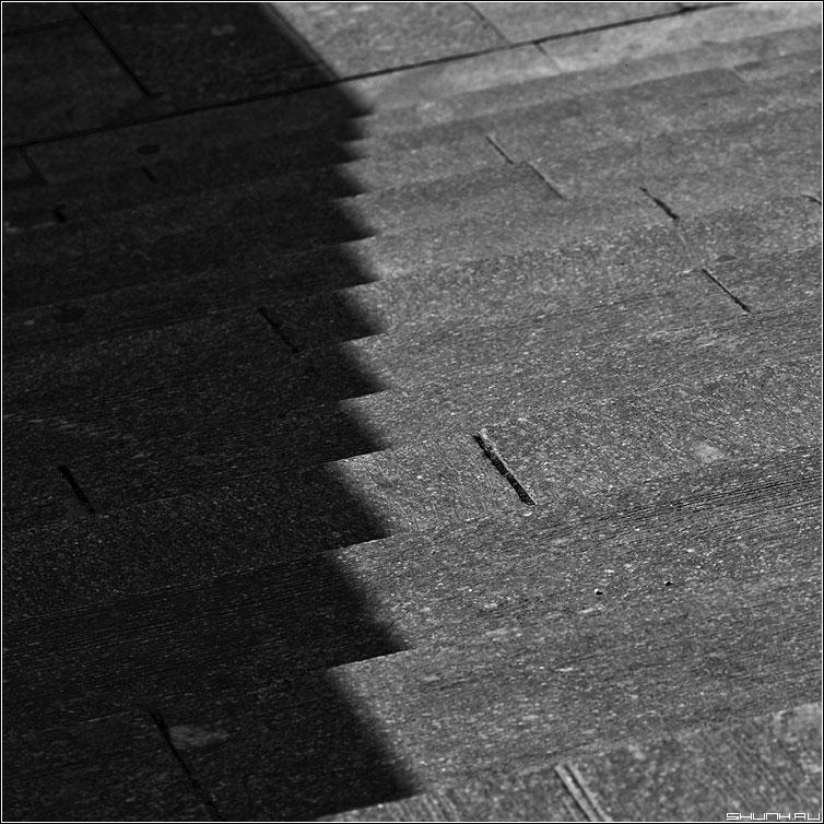 Уголки - ступени квадрат тель чернобелая фото фотосайт