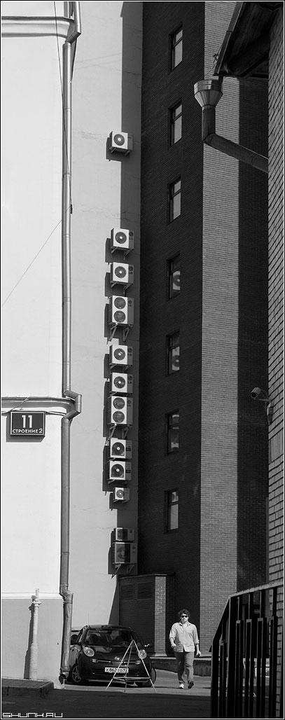 Предрассудок охлаждения - стены здания черно-белая окна предрассудок архитектура фото фотосайт
