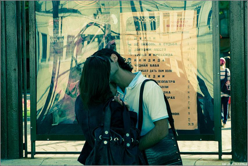 Театралы - парочка поцелуй обработка афиша фото фотосайт