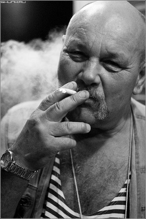 Степаныч - портрет черно-белая мужик сигарета тельняжка фото фотосайт