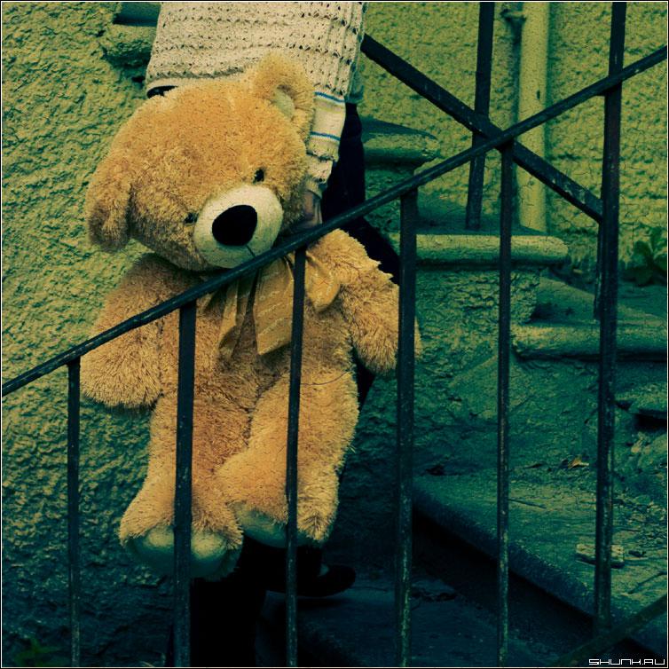 Зайку бросила хозяйка... - медведь мишка лестница фотопрогулка фото фотосайт