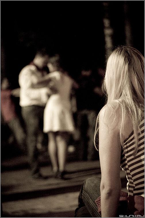 Потому что на 10 девченок по статистике 9 ребят... - пионеры лагерь танцы он она тема фото фотосайт