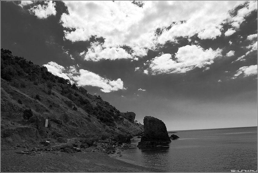 Воспоминания о камнях - крым берег море черно-белая камень скалы фото фотосайт