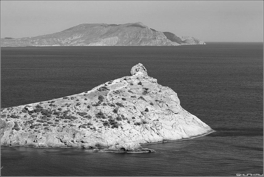 Полуострова - крым берег море черно-белая камень скалы остров фото фотосайт