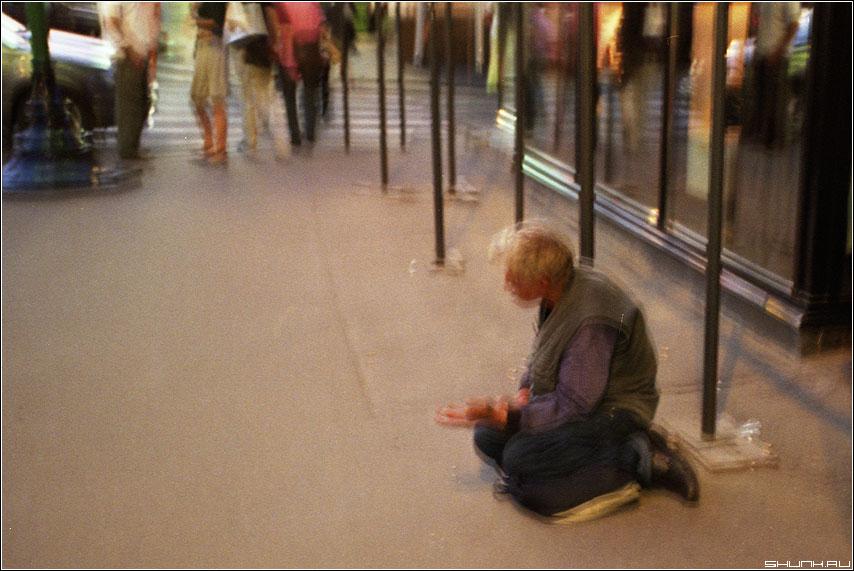 Нищий -  ломо ломография пленка город человек рука цвет фото фотосайт