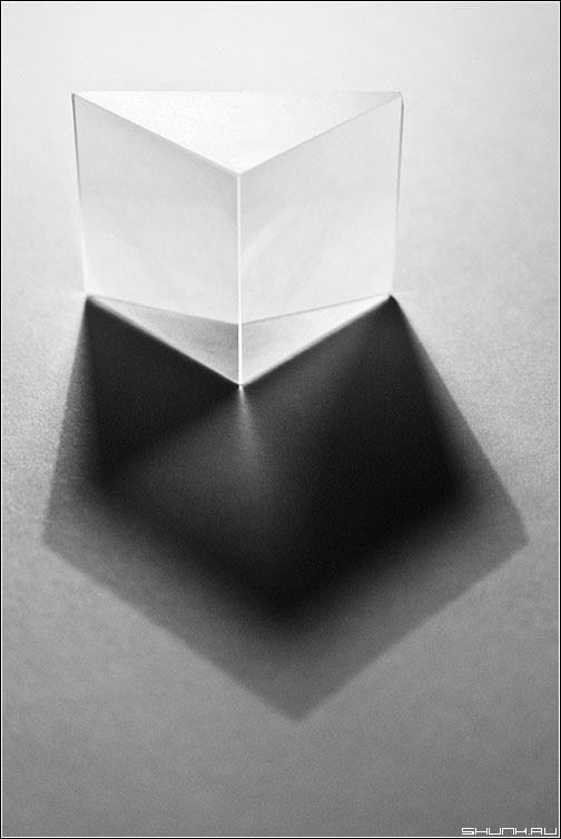 Фотопризма - призма черно-белая свет фото фотосайт
