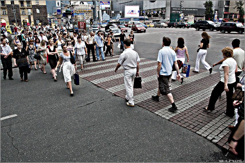 Стенка на стенку - толпа люди тверская преход dave фото фотосайт