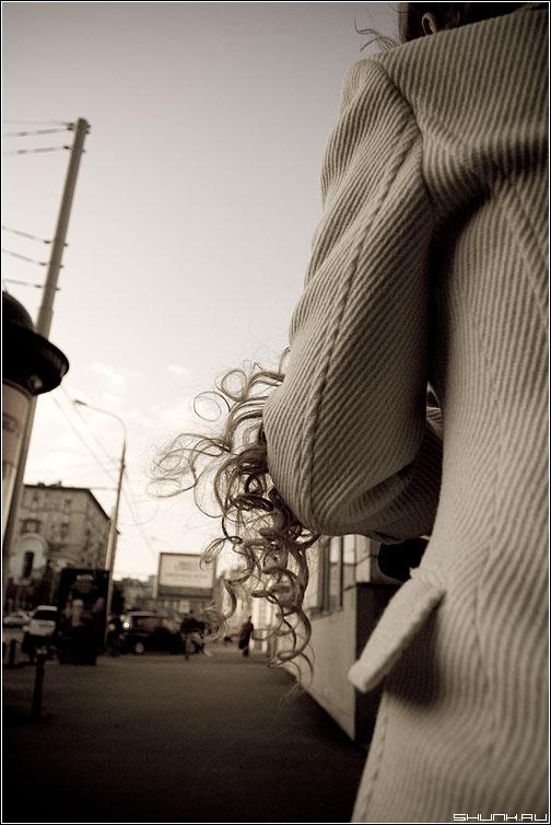 Про локоны - девушка пальто локоны волосы aged улица фото фотосайт