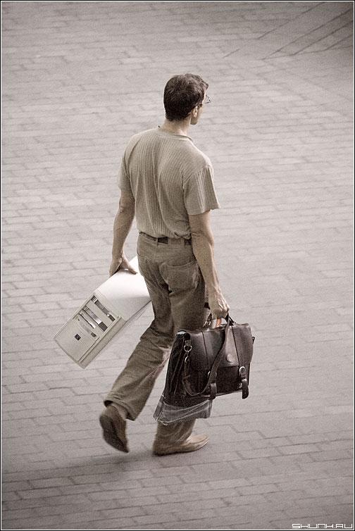 ОДМИН - мужик компьютер одмин улица портфель обработка фото фотосайт