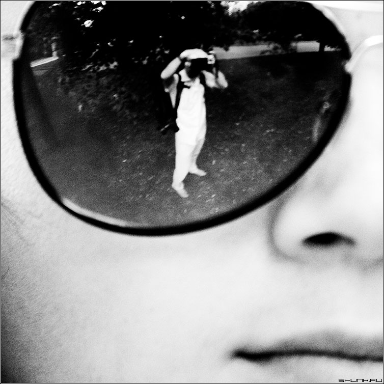 Автопортрет - очки черно-белые квадрат я отражение портрет фото фотосайт