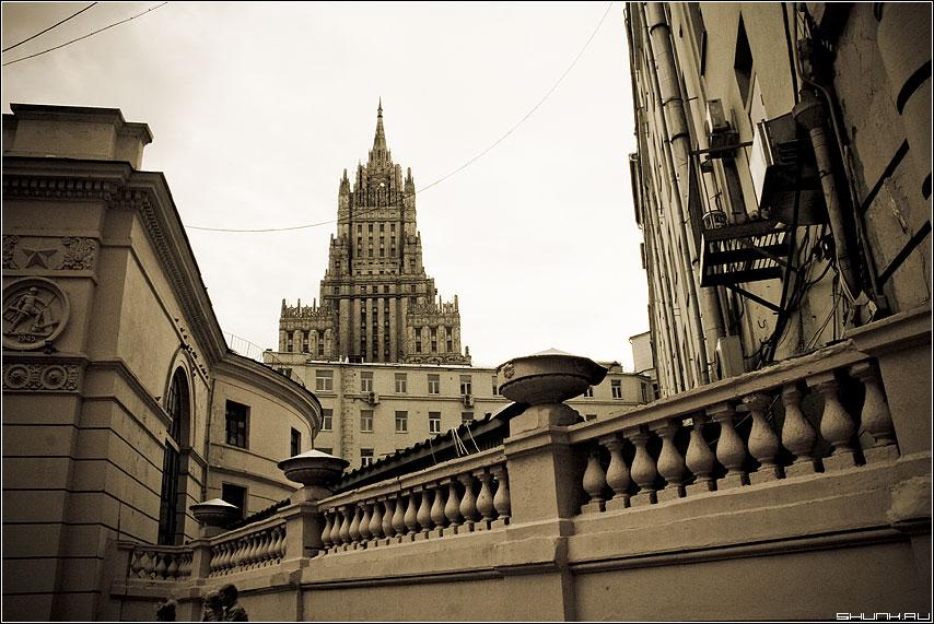 Сталинский предрассудок - высотка мид сталин эпоха стилизация aged фото фотосайт