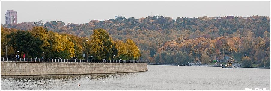 Осенняя набережная - набережная река москва осень цвета краски небо фото фотосайт