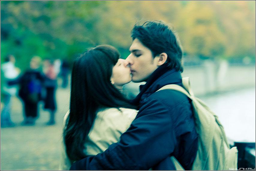 И снова о любви... - он она парочка поцелуй набережная стилизация фото фотосайт