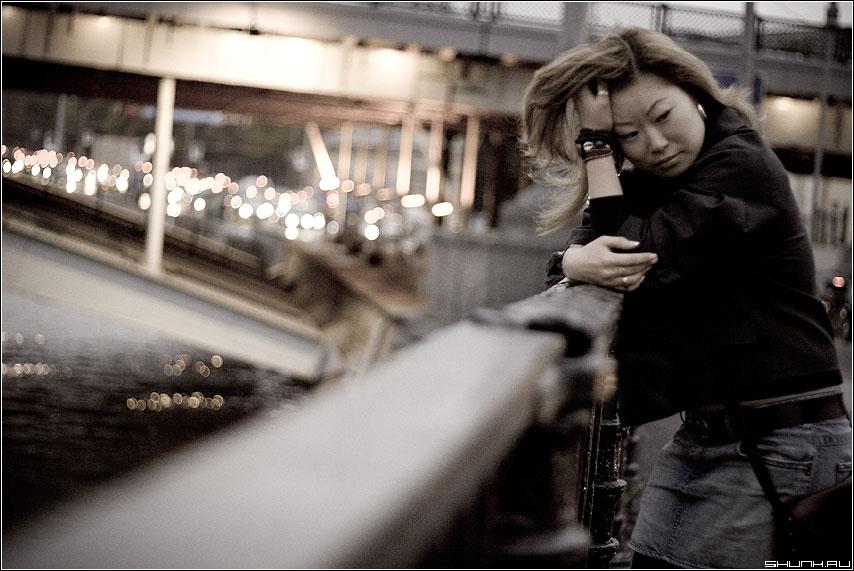 На грани - девушка мост прогулка огни город вечер фото фотосайт