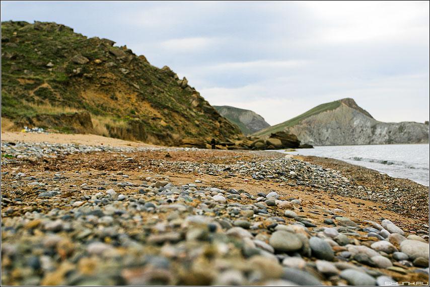 Про камушки на берегу - крым море горы солнце берег скалы обработка камушки песок фото фотосайт