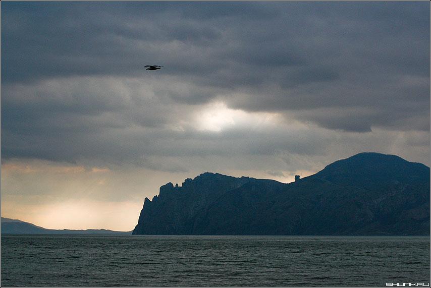 Тучи мглою небо кроют... - крым море горы солнце берег скалы обработка облака лучи фото фотосайт