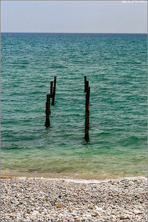 Мост в стихию - мост железяки крым море небо галька фото фотосайт