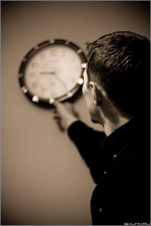 Повелитель времени - часы vova черно-белое рука фото фотосайт