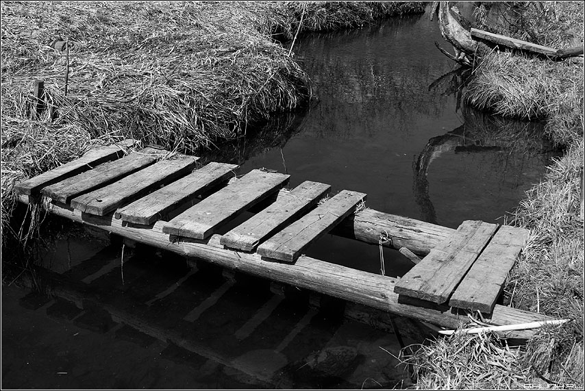 Мосток - мост чёрнобелое речка крюково фото фотосайт