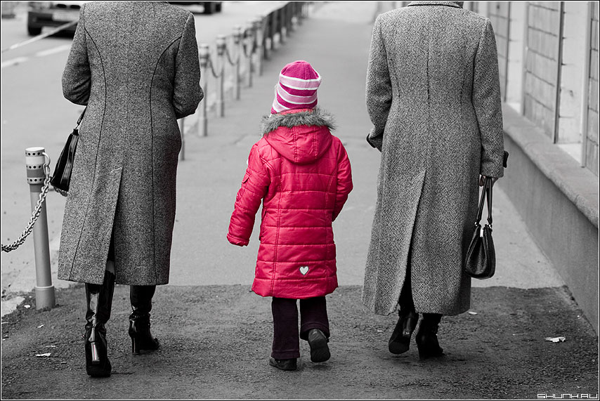 Серобурмалиновое в крапинку - девочка пальто цвет палитра улица фото фотосайт