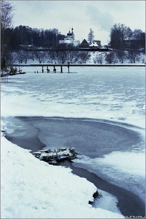 Полынья - зима река церковь снег берег пленка kodak фото фотосайт