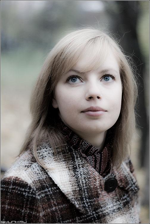 Осенний портрет - надеждо портрет осень пальто глаза волосы фото фотосайт