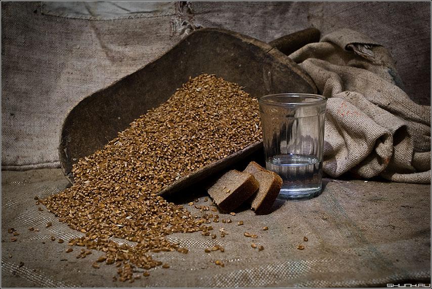 Пшеничная - водка стакан хлеб зерно пшеница рожь савок фото фотосайт