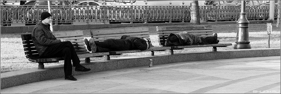 Три - мужики лавочки цветной чёрнобелое 90x30 фото фотосайт