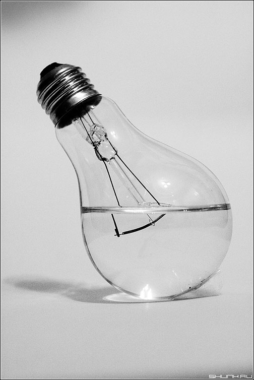 О несовместимом - лампочка вода спираль чёрнобелое элементы фото фотосайт