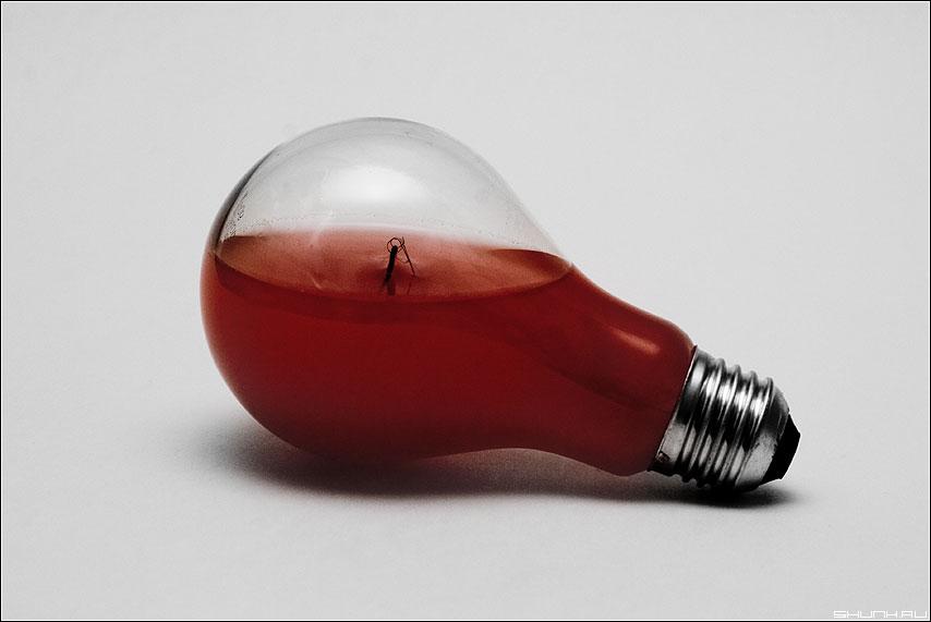 Кровавый свет - лампа красный цвет свет элемент фото фотосайт