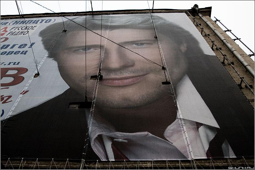 Подтяжка лица - реклама растяжка улица здание фото фотосайт