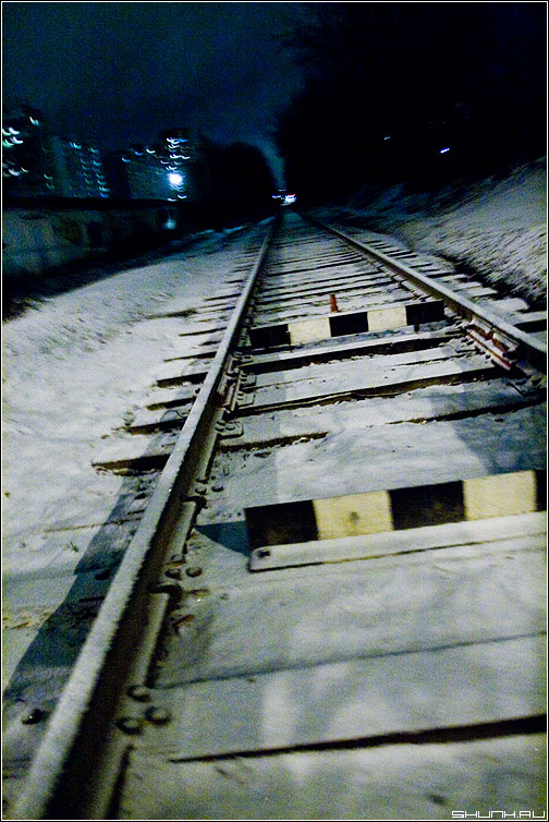 Рельсы - первый снег рельсы ломография фото фотосайт