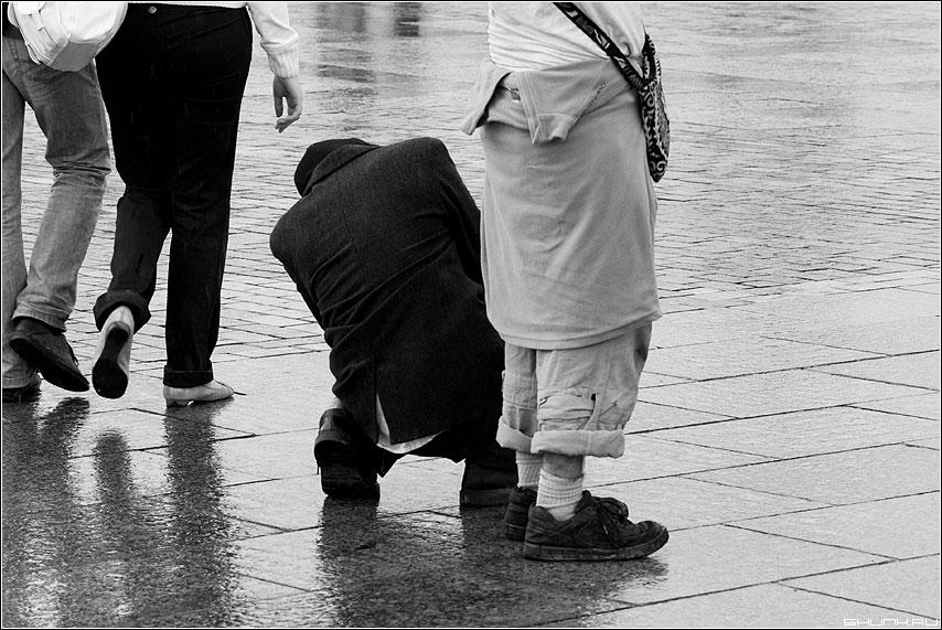 Про тяжелые... - человек люди чёрно-белый уличнок фото фотосайт