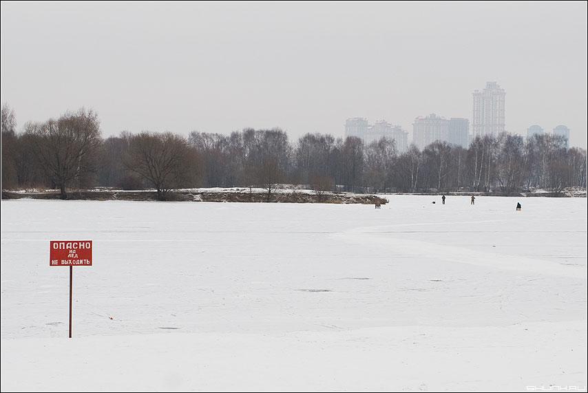 По льду не ходить - зима табличка лед река снег фото фотосайт