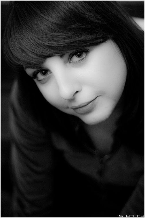 Взгляд в объектив - портрет чёрно-белый нато взгляд глаза фото фотосайт