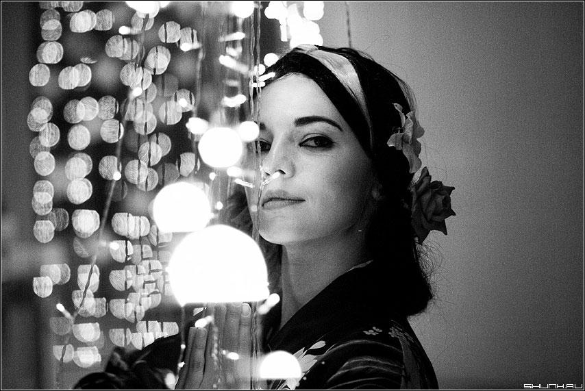 Гейша - фото чёрно-белое огоньки 1.2L фикс гейша образ карнавал фото фотосайт