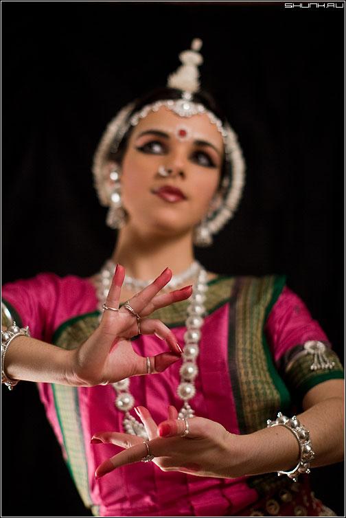 Немного о Индийском танце - танец индия наряд руки жест студия фото фотосайт