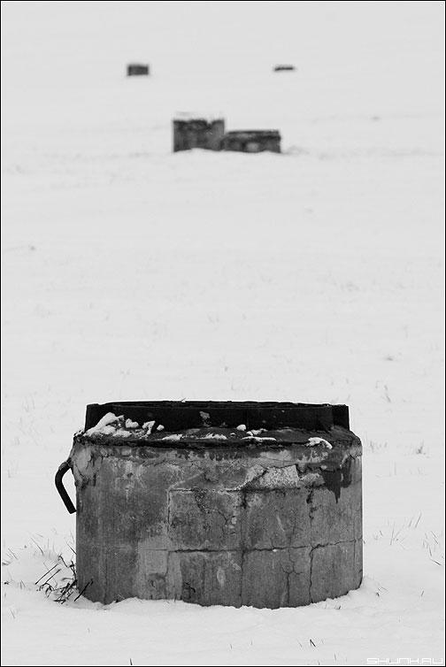 Колодезная композиция - колодцы композиция чёрнобелые фото фотосайт