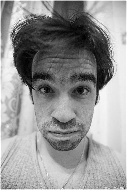 С прошедшими - автопортрет карикатура похмелье новый год чёрно-белый портрет 16-35 5D фото фотосайт